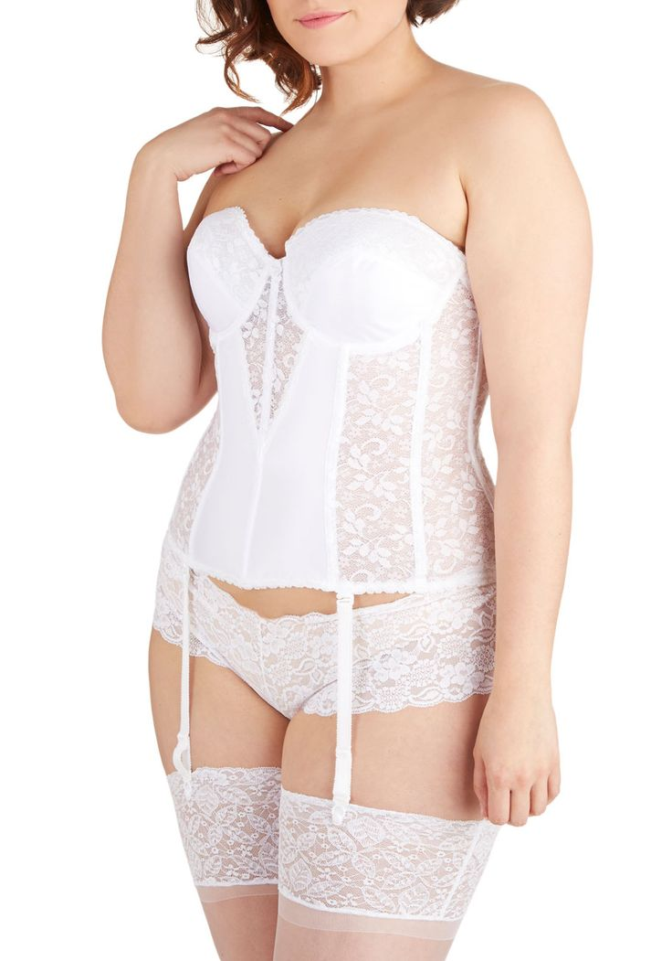 Are you a soon-to-be-bride?  This dainty corset is perfect for strapless gowns!