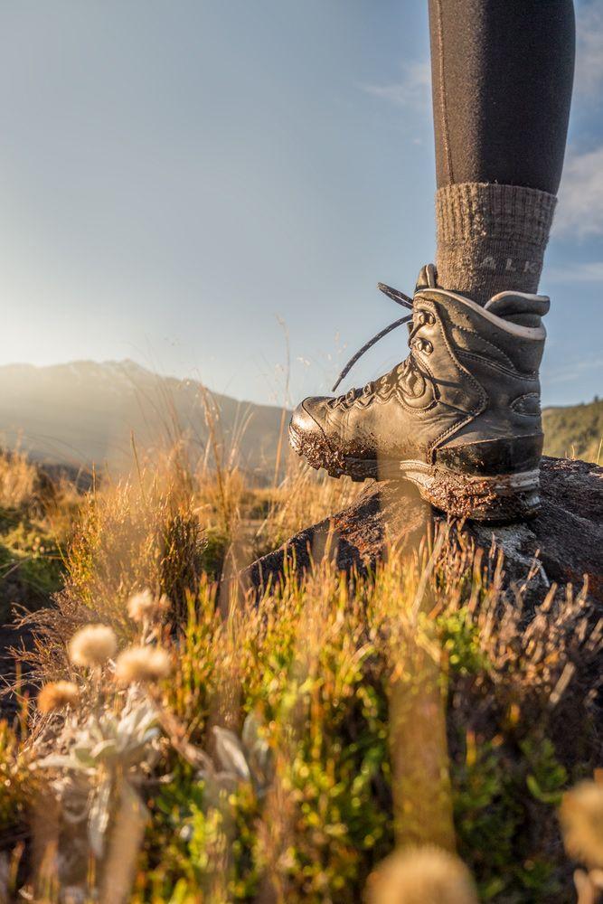 Ich liebe meine Wanderschuhe 😍 von lowa.sportschuhe, weil sie mir die Sicherheit geben auch Tracks zu meistern, die als 'advanced' und 'expert' eingestuft werden. 🏃🏼♀️🏔 Dank meiner Kombi mit falke Socken bin ich bis jetzt immer trockenen Fußes zurückgekommen.