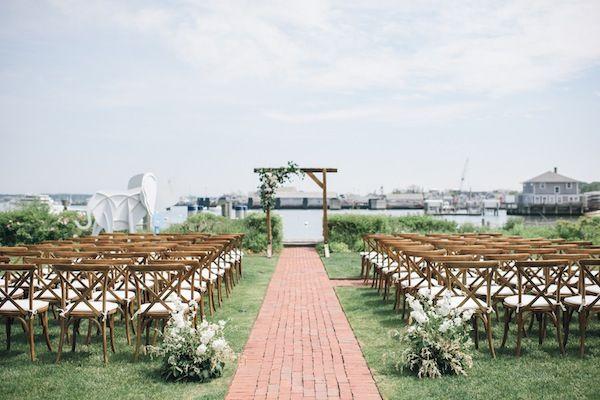 white elephant nantucket coastal beach new england wedding ceremony - lauren wells @laurenswells #lwellsevents