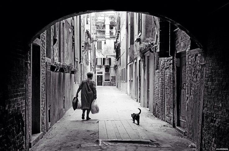 Friends walking home in old Venice,Italy. Photo by Karl R Lilliendahl