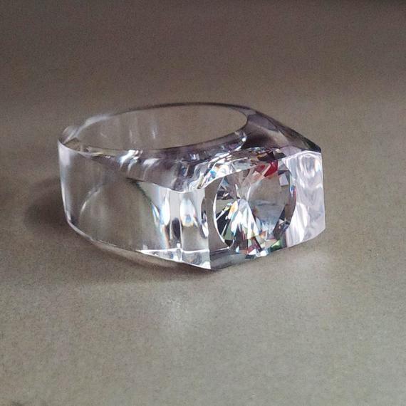 Chunky Resin Ring With Large Cubic Zirconia Clear Resin Ring Huge Cubic Zirconia Ring Statement Ring Resin Jewelry Big Resin Ring Anillo De Resina Joyería De Resina Anillos De Compromiso únicos