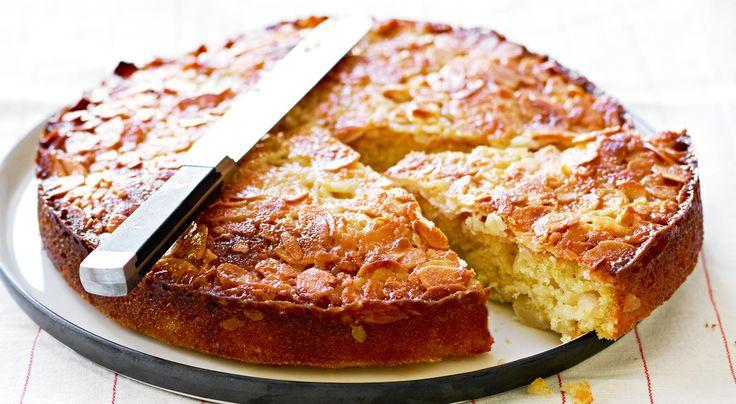 Recept på päronkaka med tosca. Toscapäron i kakform. Citronen ger fin syra åt kakan och motverkar att päronen blir missfärgade.