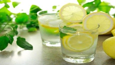 14 gezondheidsproblemen die geholpen worden door het drinken van citroen water.