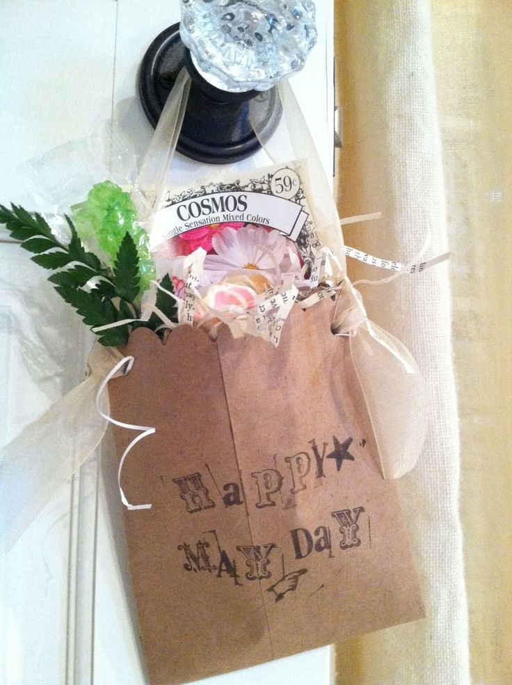 Brings back memories of delivering may day baskets to the neighbors. This is a holiday that is long ago been forgotten but since it's my birthday I didn't forget it. How cute and could be done any time!