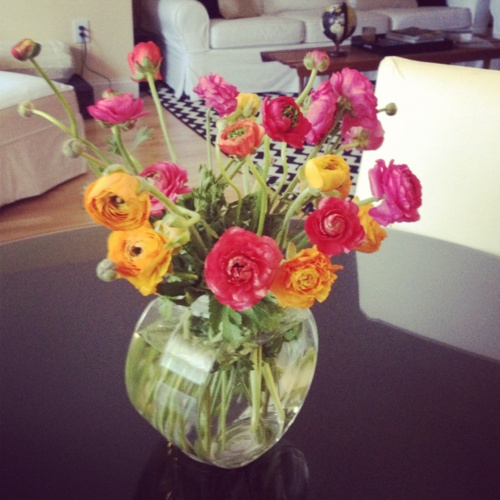 the secret to a happy home is fresh flowers: Fresh Flowers