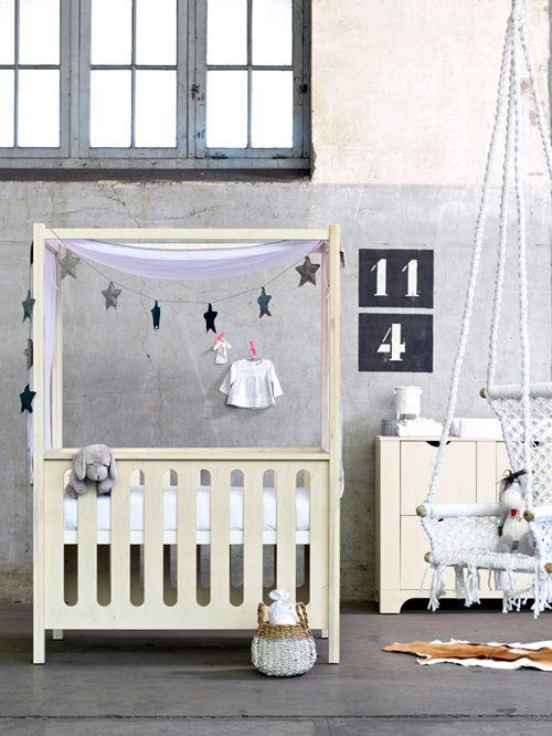 Plywood kindermeubels   Stapelgoed #vtwonen #interior #inspiration #girlsroom #Plywood #bedstead #wood #grey