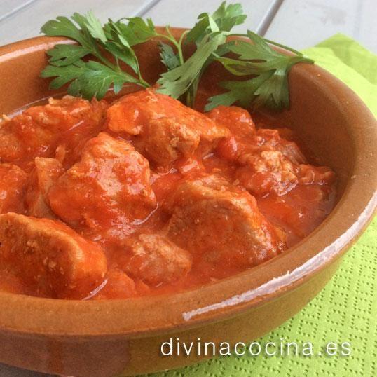 Esta misma receta de carne con tomate puede prepararse con pechuga de pollo troceada o carne de ternera para estofado.