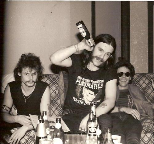 look at how young Lemmy looks!