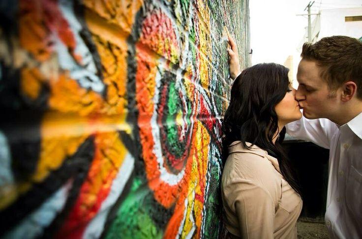 Graffiti wall - Engagement photo