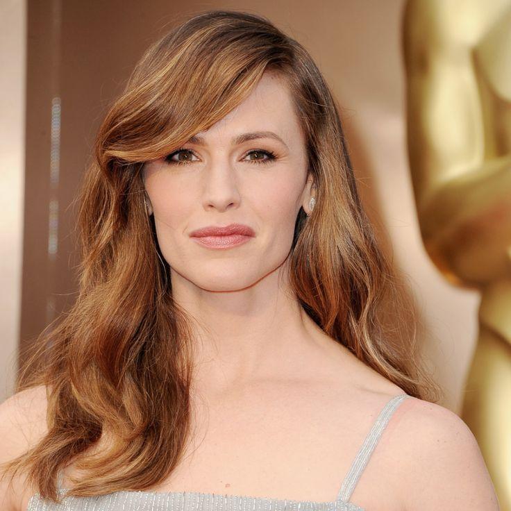 Jennifer Garner's lightened up hairstyle at the Oscars. #redcarpet #AcademyAwards