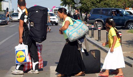 24/01/14. Les Roms, point de crispation en Europe. Un autre grand scandale autour des Roms de Roumanie a éclaté en Europe. Le gouvernement suédois a accusé Bucarest de ne pas vouloir régler le problème des Roms alors que les parlementaires de ce pays ont menacé les autorités roumaines de lui « envoyer la facture ». Les Roms pourraient devenir l'un des sujets clés de la campagne électorale européenne. LIRE http://french.ruvr.ru/2014_01_24/La-politique-de-Ponta-8871/