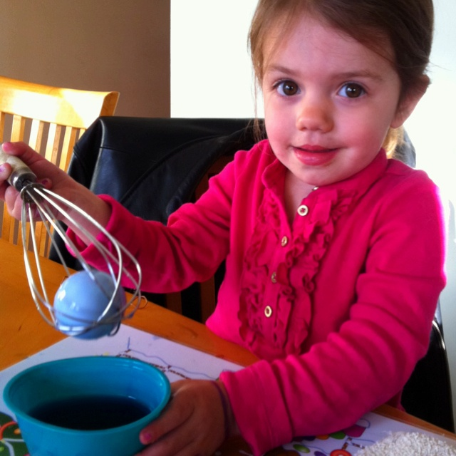 Put the egg in a whisk when dying eggs with toddlers. Brilliant!