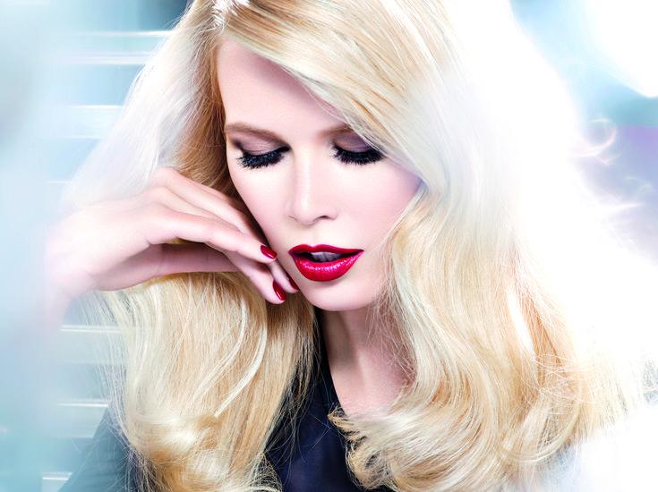 Color Riche ClaudiaBeautiful Makeup, Paris Photoshoot, Claudia Schiffer, Glamour Girls, Sexy Red, 90S Supermodels, Loreal Paris, L Oreal Paris, Celebrities Beautiful