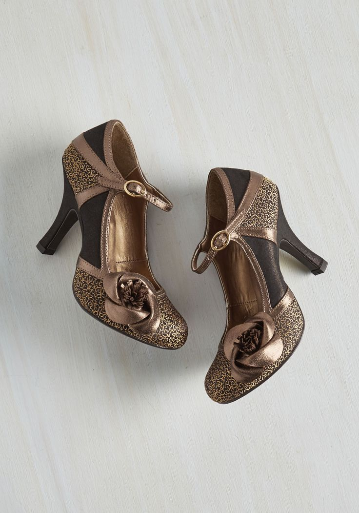 Convivial Companion Heel in Bronze. Your sassy style and these rosette-topped heels - has there ever been a more cheerful duo? #bronze #prom #modcloth
