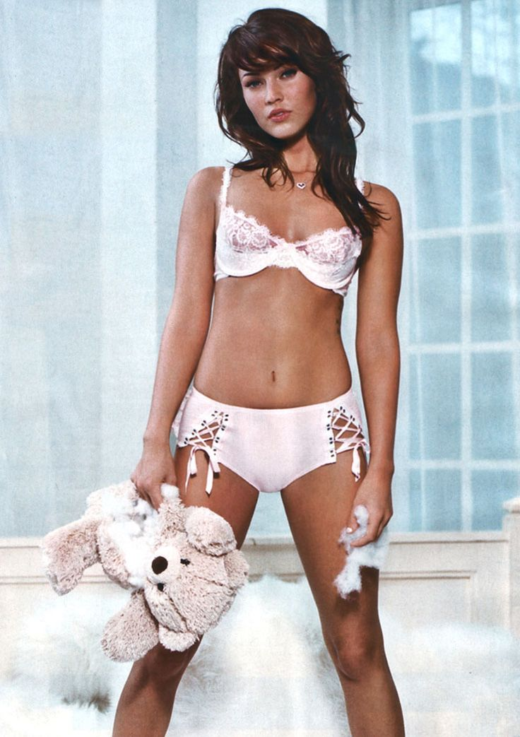 Megan Fox. Body goal. All goal. Gorgeous. Hell yeah.   Let's Get ...