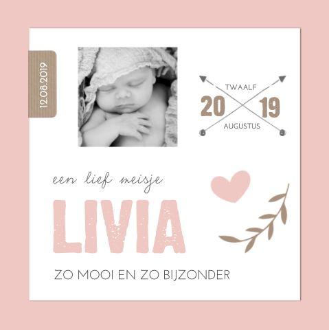 De juiste typografie zorgt ervoor dat je geboortekaartje de juiste look krijgt. Deze blokletters zorgen ervoor dat het kaartje een stoere feeling krijgt tussen de lieve details.  #meisje #roze  #birthannouncement