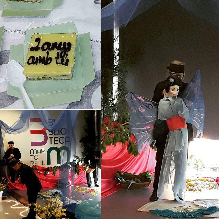"""petitsllibres 💚💙💛💜 Seguint amb el mes oriental, el grup de teatre Sac de Rondalles, ens va representar el conte """"La fada de les papallones"""", basat en el conte de la #noegaya #elcamídelapapallona.  I al finalitzar, vam celebrar que ja fa dos anys que ens expliquen contes a la #biblioteca. 💚💙💛💜"""