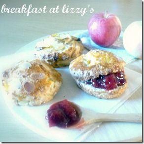 Vi ricordate la breakfast bloggerLizzy? La mia amica che sforna fantastici dolci per la colazione? Per l'estate ci aveva preparato il Gelato sano e bio in 5 minuti, per l'autunno invece ci prepara dei meravigliosi scones alle mele, come sempre a prova di mamma che non ha molto tempo… Lizzy ha usato prodotti bio e …