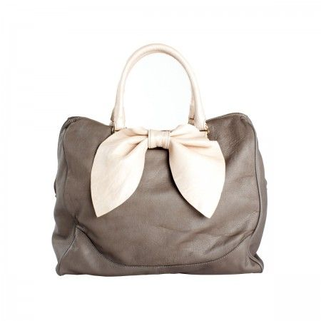 Popins Bag Leather bag. Light-gold galvanic details. The length of the strap allow to become a shoulder bag. Fully lined in handcrafted canvas with stain effect.