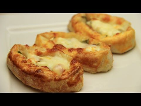 Hazır Yufkadan Peynirli Sandal Börek Tarifi - YouTube