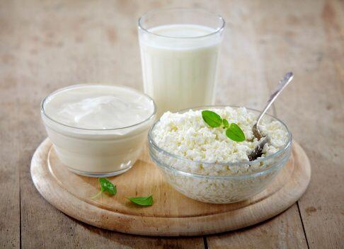Сочетайте продукты с высоким ГИ с молочной продукцией ->Молочный белок задерживает всасывание сахара в кровь, как и амилоза, то есть выполняет функцию амилозы. Так у сладостей, которые мы кушаем с молочными или кисломолочными продуктами будет значительно более низкий ГИ. Потому у мороженного ГИ ниже, чем у шоколада приблизительно на 10 пунктов, хотя и в том, и в другом продукте высокое содержание сахара. Именно поэтому, если вы решили побаловать себя тортом или печеньем, лучше запивать его…