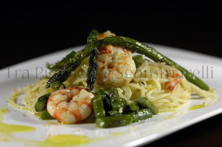 Spaghettini ammollicati, con mazzancolle al limone, asparagi e colatura di alici