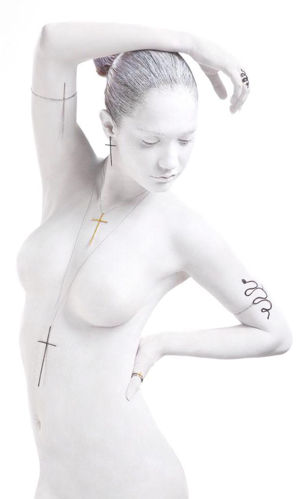 """""""Eden"""" Woman , dove serpi e croci , simboli della seduzione e trasgressione della Donna!."""