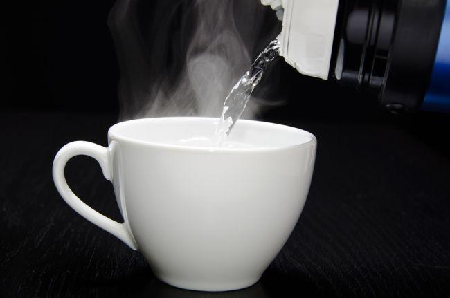 Aj na teplote vody záleží: 10 dôvodov, prečo piť teplú vodu