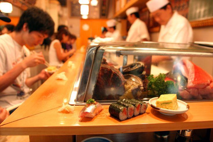 Conheça cafés da manhã do mundo por nações:  CAFÉ DA MANHÃ JAPONÊS Pois é, o sushi, que as pessoas aqui comem de almoço e jantar, é o café da manhã deles