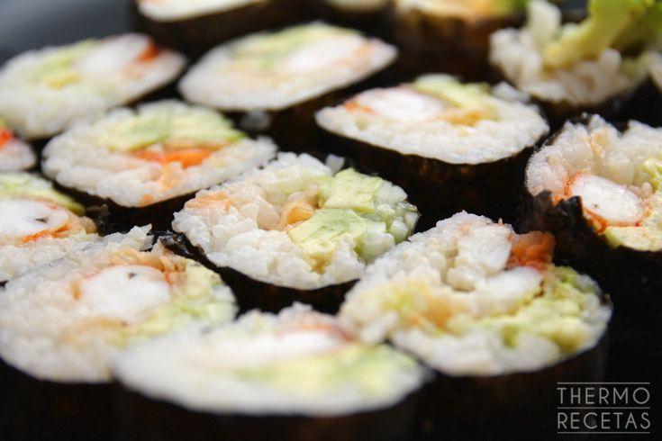 Sushi II: makis de aguacate y gambón en tempura - http://www.thermorecetas.com/2014/11/26/sushi-ii-makis-de-aguacate-y-gambon-en-tempura/