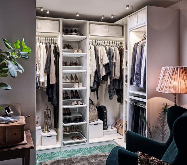 Une Penderie Qui Fait Office De Cloison Decor Chambre A Coucher