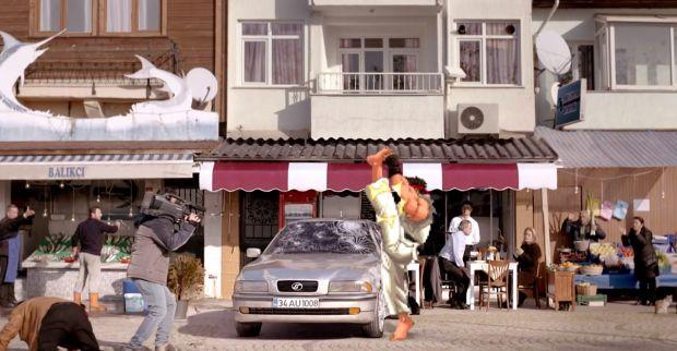 Ryu como protagonista en un anuncio de seguros para autos