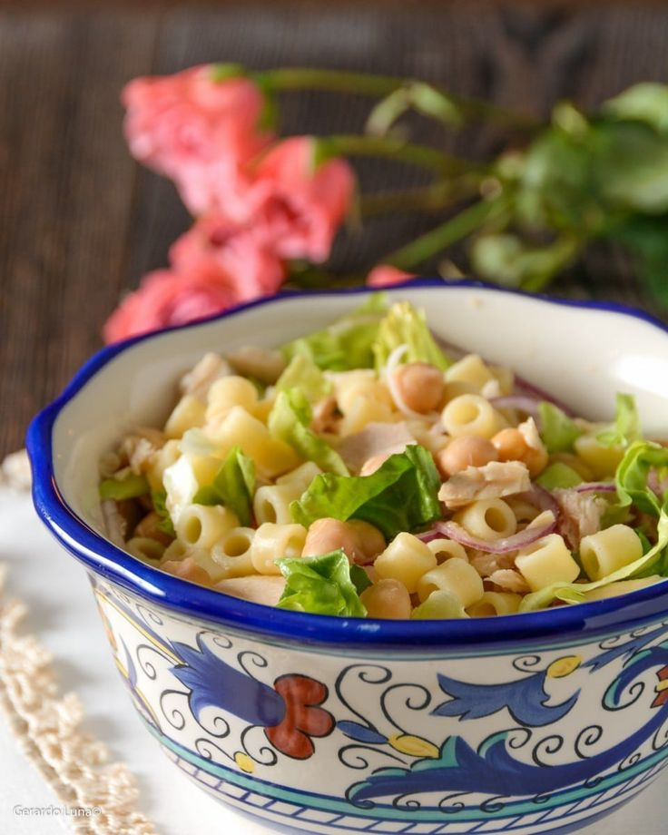 This three-step tuna and pasta salad recipe is so versatile! It's a delicious lunch or a fresh and light starter to a family meal. Just a few simple ingredients, twenty minutes, and it's done.