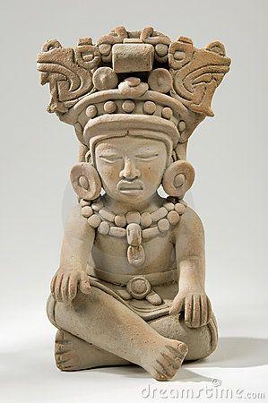 Escultura de arcilla maya
