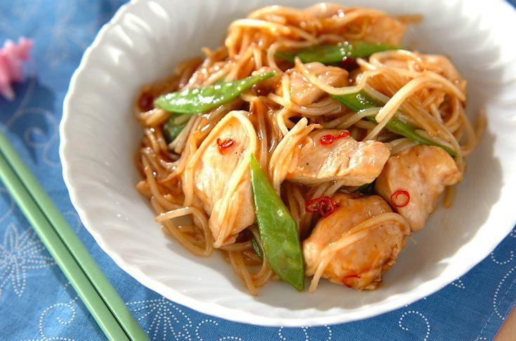 鶏むね肉とモヤシをオイスターソースで炒めた、速攻レシピ。冷蔵庫の残り野菜を入れてもOK!鶏肉とモヤシのオイスター炒め[中華/炒めもの]2011.06.27公開のレシピです。