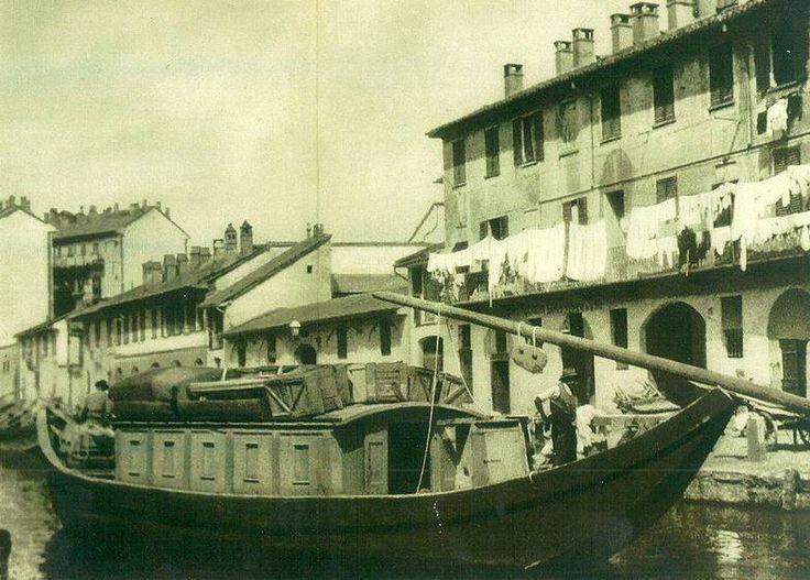 Mitica foto del barchett de Boffalora.......che lungo il naviglio grande univa Milano al contado. Fu soppresso nel 1913. Esiste tuttavia una riproduzione abbastanza fedele, che ancora viene fatta navigare in occasione di feste o rievocazioni storiche.