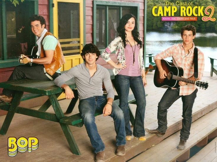 "CAMP ROCK 2 - KEVIN - JOE - DEMI LOVATO & NICK JONAS BROTHERS - PINUP (11""x8"")"