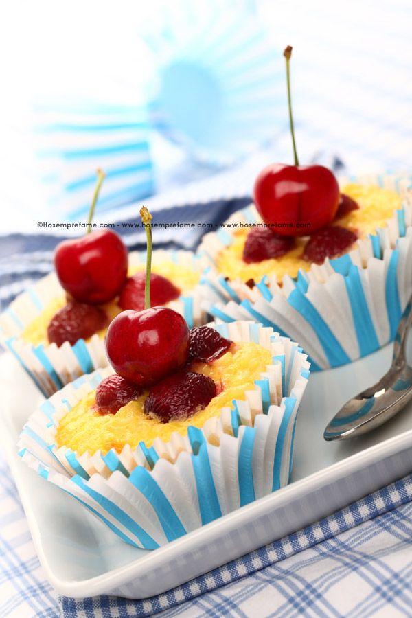 DOLCETTI DI RISO ALLE CILIEGIE. Il riso è un alimento molto versatile in cucina ed è spesso utilizzato anche per la realizzazione di dolci, come, ad esempio questi dolcetti di riso alle ciliegie. #riso #ciliegie #cupcakes #dolci