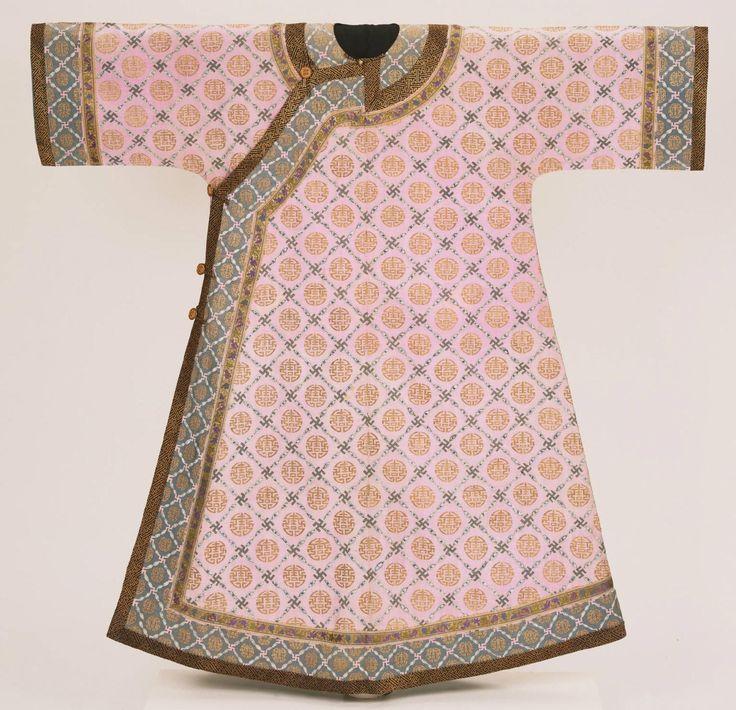 Manchu woman's informal summer robe from the Qing Dynasty circa 1890-1903. Philadelphia Museum of Art
