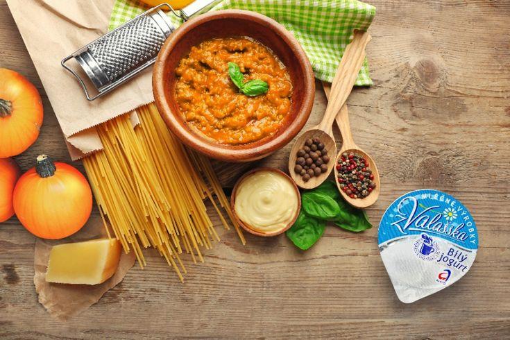 Dýňové špagety (jogurt,česnek,zel.petrželka,str.sýr,cibule)