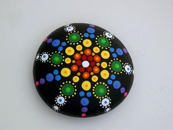 Hey, diesen tollen Etsy-Artikel fand ich bei https://www.etsy.com/de/listing/271173064/rainbow-mandala-stones-bohemian-dot-art