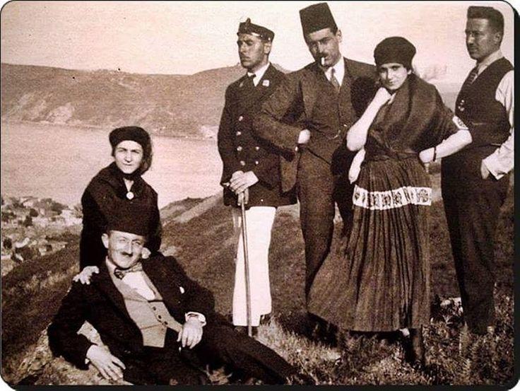#mulpix Ali Sami Yen ve arkadaşları Boğaziçi gezisinde...  #kaybolantarihinpeşinde  #tarih  #history  #ottoman  #ottomanempire  #osmanlı  #osmanlıimparatorluğu  #istanbul  #alisamiyen
