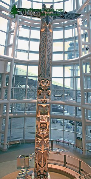 vancouver_airport_totem_pole (pinned by redwoodclassics.net)