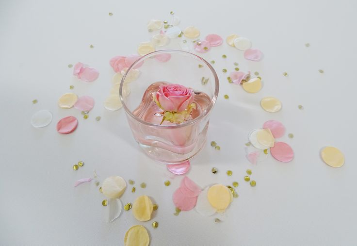 #confetti #babyborrel #pinkpeach #pinkgold #ballondecoratie #sweettable #wauwevent