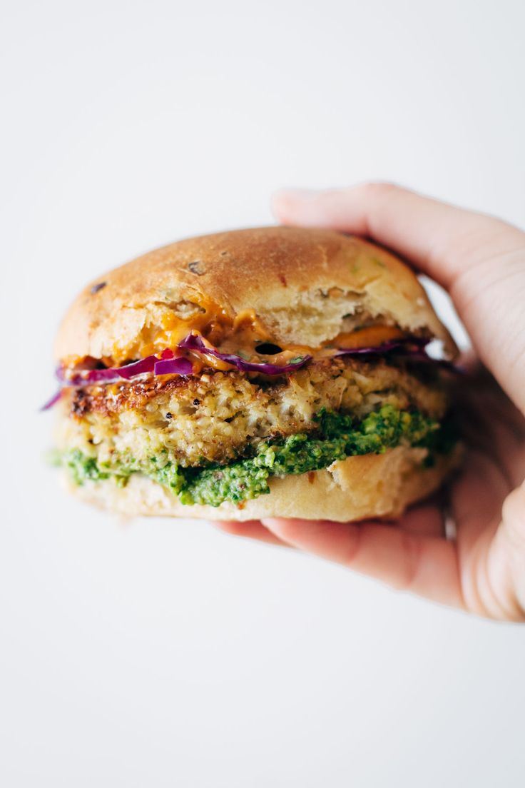 Recipe for Spicy Cauliflower Burgers with avocado sauce, cilantro lime slaw, and chipotle mayo! Meatless and delicious! 190 calories.