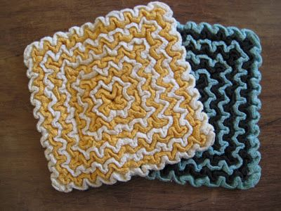 This past week I discovered a neat new crochet method called Wiggly Crochet. It started with this postof a crocheted thrift store hot-pads by Nancy over at Joy For Grace. Unfortunately Nancy didn…