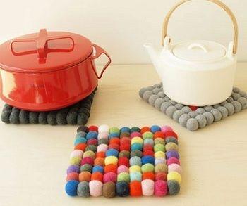 少し大きくしたら鍋敷きにも! キッチンが色鮮やかになりますね。