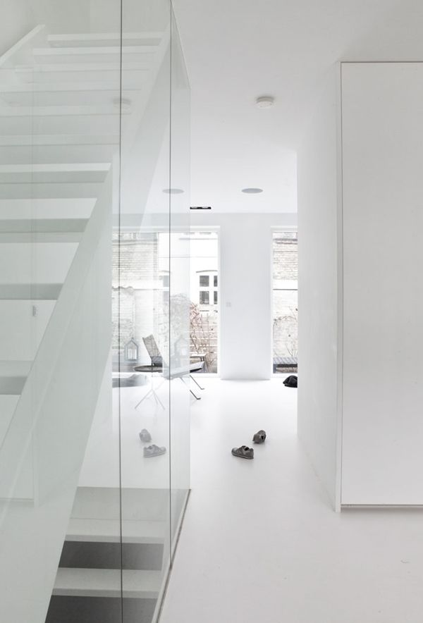 STIL INSPIRATION | Pure white perfection | Townhouse by NORM Architects