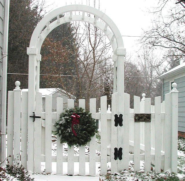 Picket fence with arched arbor. Thinking of ideas for my small garden. I love this.  Hope Brian can handle making it:)