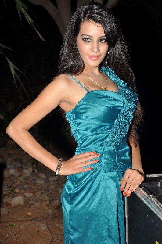 Actress Deeksha Panth New Stills - Actress Deeksha Panth Hot Stills - Actress Deeksha Panth Image Gallery@tollywoodactress.in